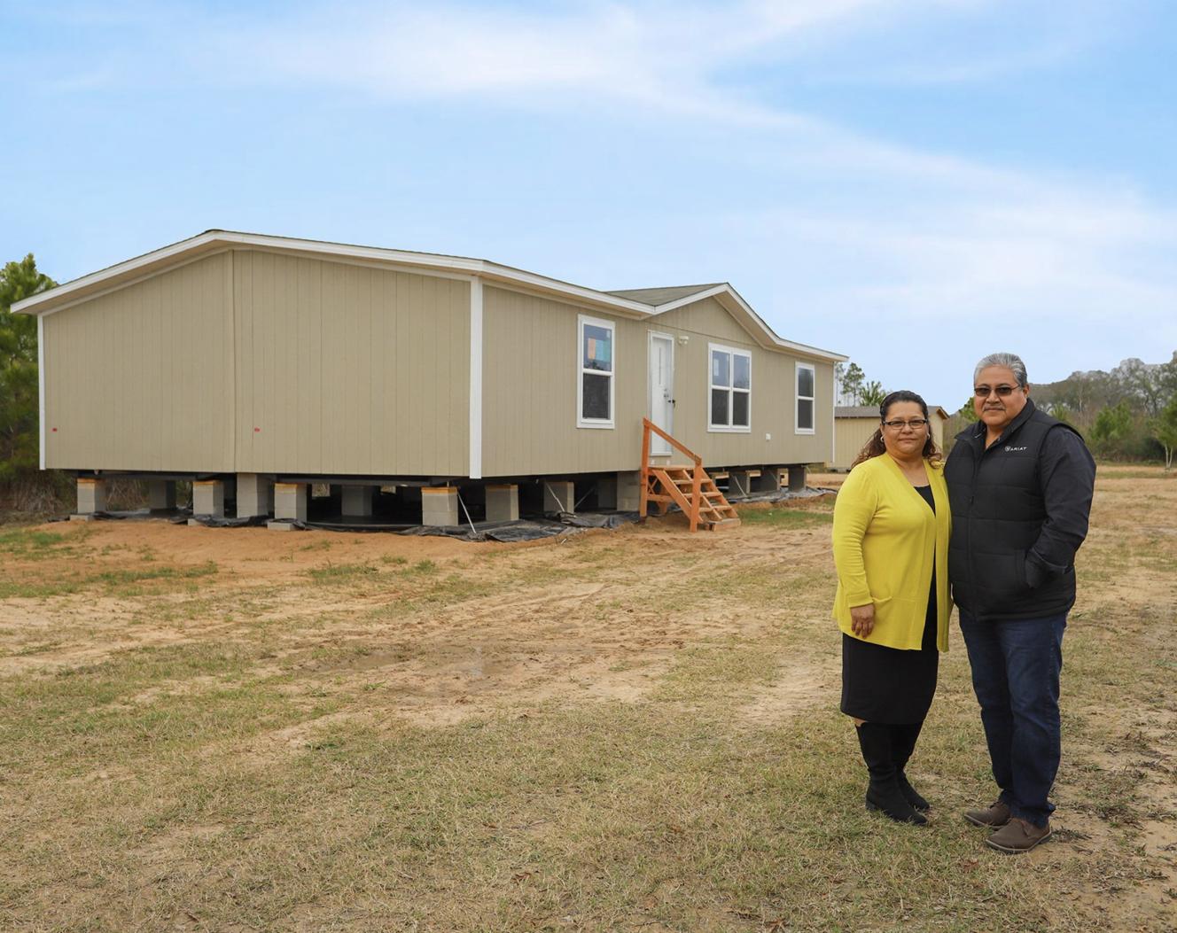 """""""Primeramente compramos para no tener que estar pagando renta para otro, ahora pagamos para nosotros. Tenemos nuestra traila, primero dios al futuro construiremos nuestra casa."""""""